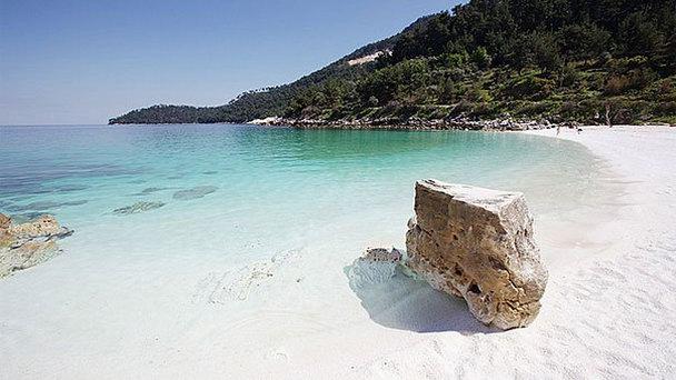 Мраморный пляж в Греции