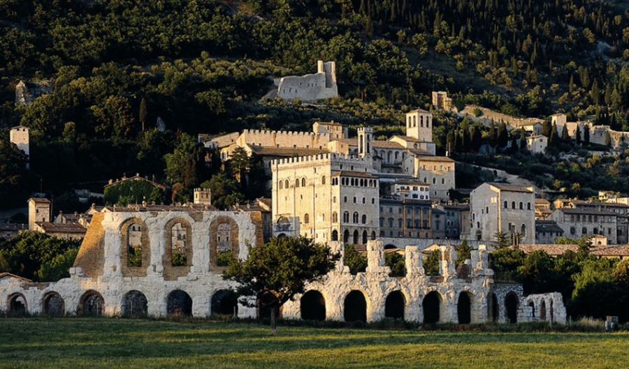 Губбио - Италия Города