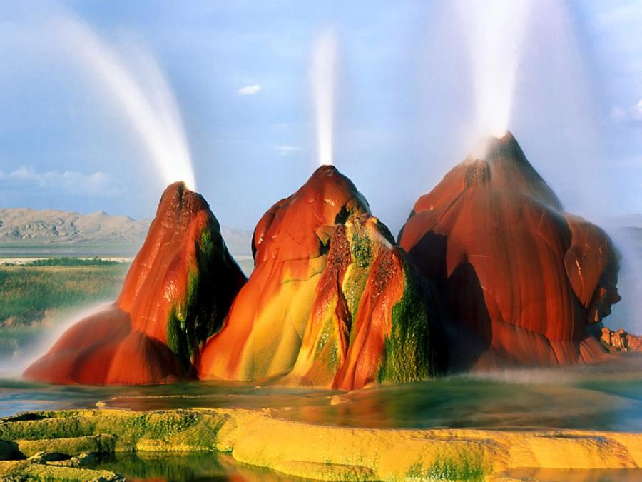 Fly Geyser - USA resorts