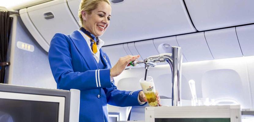 Нидерландская авиакомпания первой в мире предложит пассажирам разливное пиво