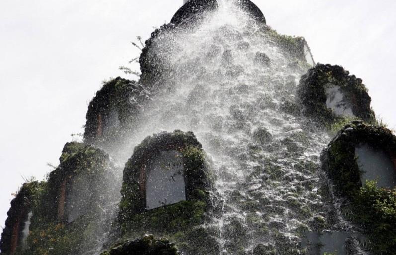 Чилийцам предлагают отдохнуть внутри водяного вулкана