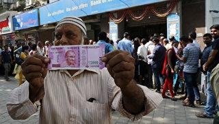 В Индии смягчили ограничения на прием крупных банкнот в банках на фоне беспорядков