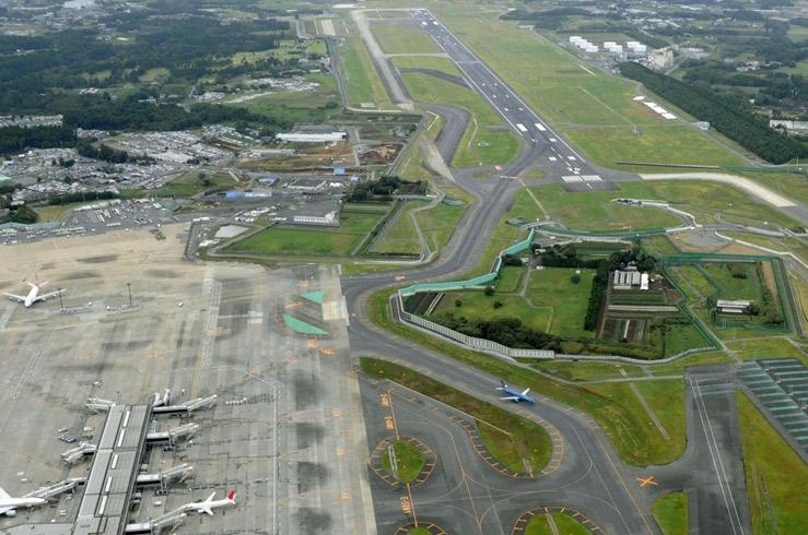 Посреди второго аэропорта Японии находится частный дом