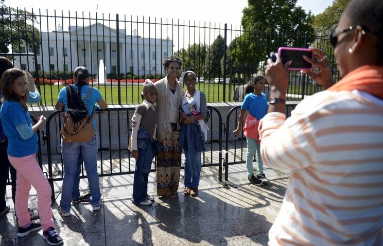 Белый дом снова начинает принимать туристов
