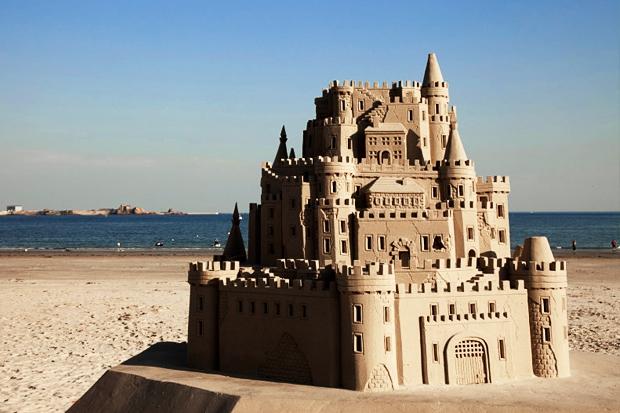 На Майорке туристов оштрафуют за замки из песка