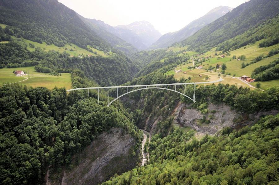 В Швейцарии построили самый высокий однопролетный арочный мост в Европе