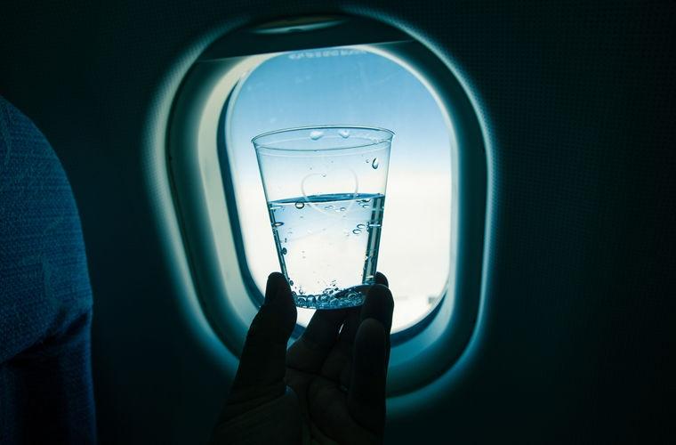 «Победа» передумала брать деньги с пассажиров за стаканчики