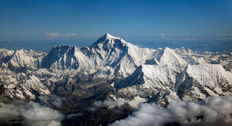 Эверест закрыли для туристов