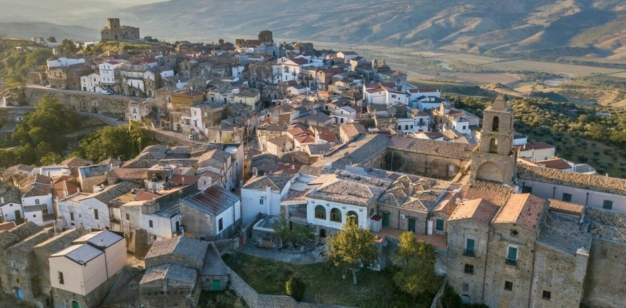 На юге Сицилии продают дома за один евро
