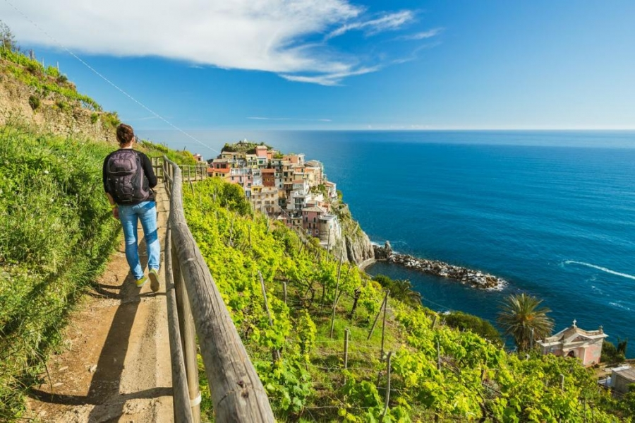 Туристов начнут штрафовать за ношение шлепанцев и сандалий в итальянском парке Чинкве-Терре