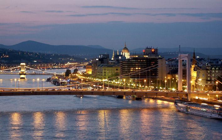Дешевые билеты в Будапешт из Санкт-Петербурга от 6 600 RUB туда-обратно (RT)