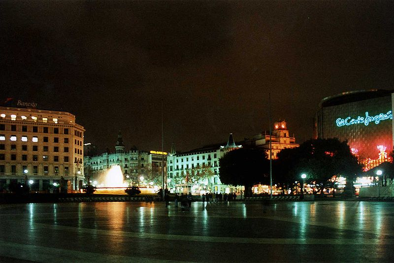 Fly from Barcelona to St.Petersburg   from  145 € round trip (RT)