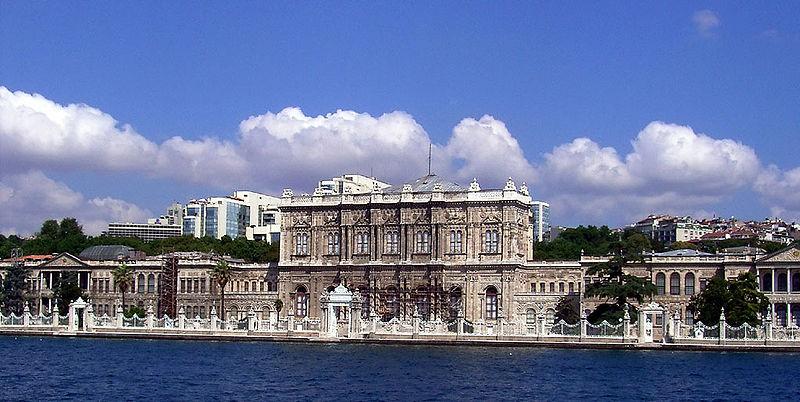 Дешевые билеты в Стамбул из Санкт-Петербурга от 6 300 RUB туда-обратно (RT)
