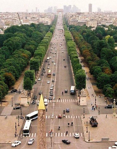 Дешевые билеты в Париж из Санкт-Петербурга от 3 700 RUB в одну сторону (OW)