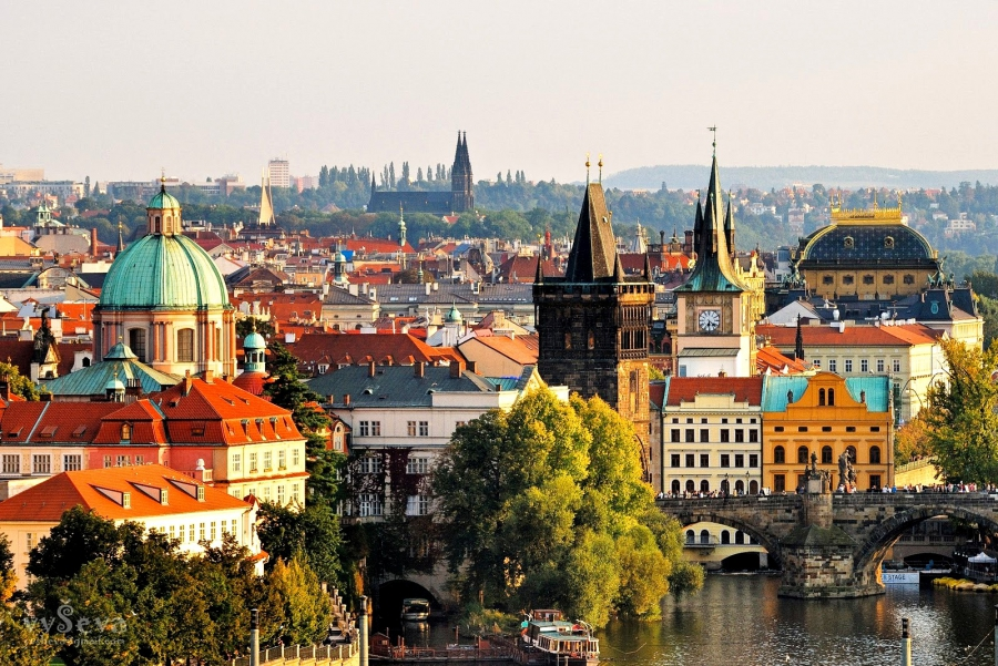 На майские праздники российские туристы возвращаются в Прагу
