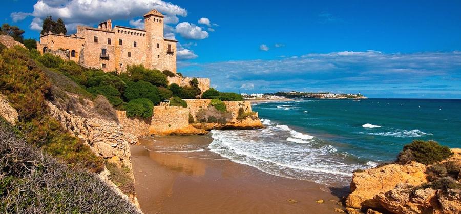Испания может начать принимать туристов до 1 июля