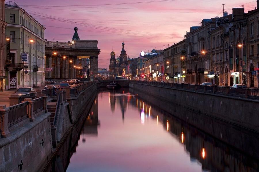 Lux Express: каждый пятый иностранный турист уже едет в Петербург с электронной визой